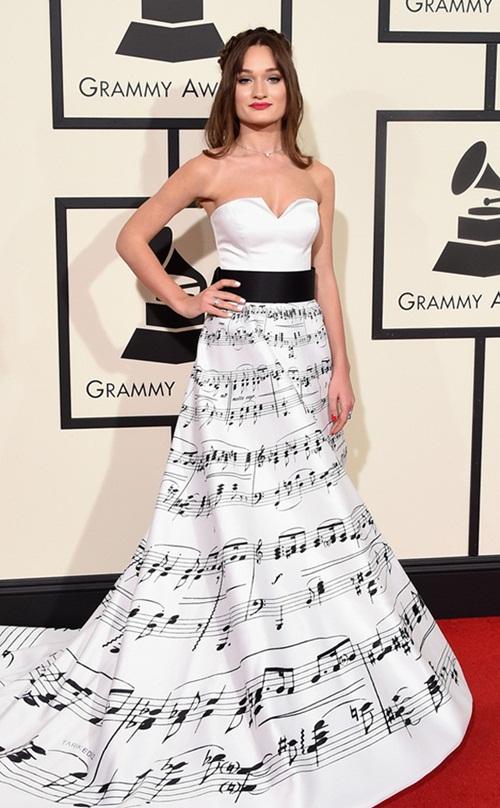 Selena Gomez, Taylor Swift khoe đường cong trên thảm đỏ Grammy