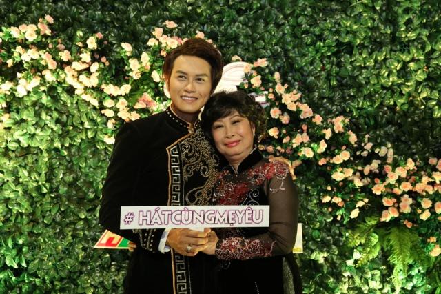 6.-Nghe-si-Kim-Phuong-va-con-trai-Tong-Hao-Nhien-trong-buoi-Hop-bao-Hat-cung-Me-yeu-3