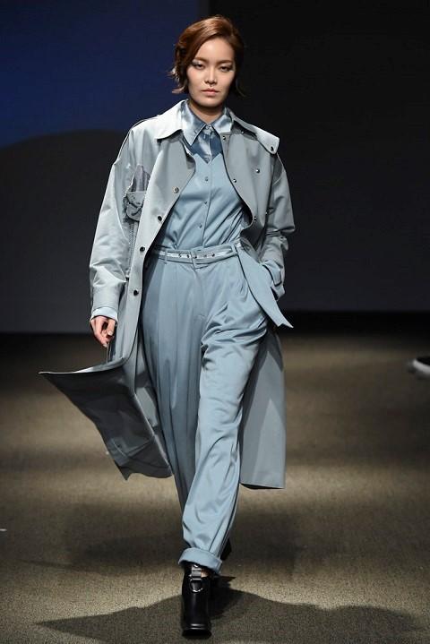 Quan quan Ngoc Chau noi bat tren san dien Seoul Fashion Week hinh anh 5