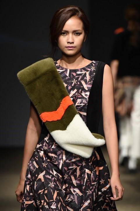 Quan quan Ngoc Chau noi bat tren san dien Seoul Fashion Week hinh anh 1