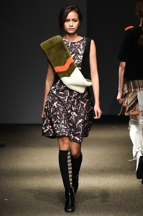 Quan quan Ngoc Chau noi bat tren san dien Seoul Fashion Week hinh anh 2
