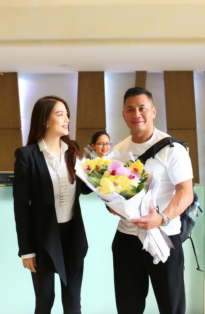 Trương Ngọc Ánh ra sân bay đón ngôi sao võ thuật gốc Việt nổi tiếng thế giới - Ảnh 5.