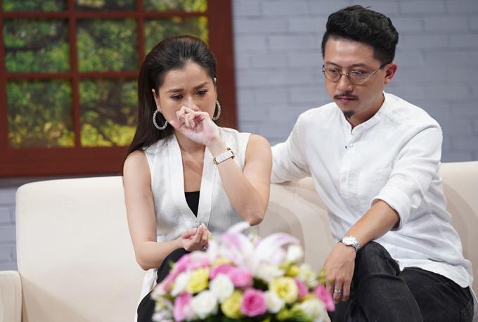 Vợ chồng Lâm Vỹ Dạ từng gặp nhiều khó khăn khi mới kết hôn. Kinh tế không có, nữ diễn viên phải tự xoay xở mọi việc khi sinh con vì mẹ cô đã mất. Hứa Minh Đạt kể, ngày đó anhchấp nhận diễn đủ loại vai chỉđể có tiềnnuôi vợ con.