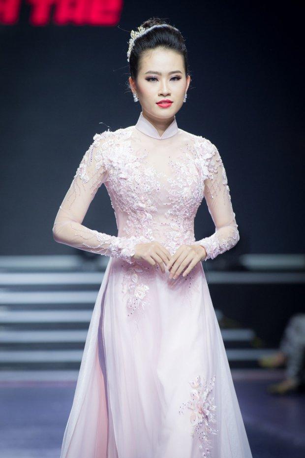 Á khôi Miss Photo 2017 - Trần Đình Thạch Thảo xuất hiện đầy duyên dáng.