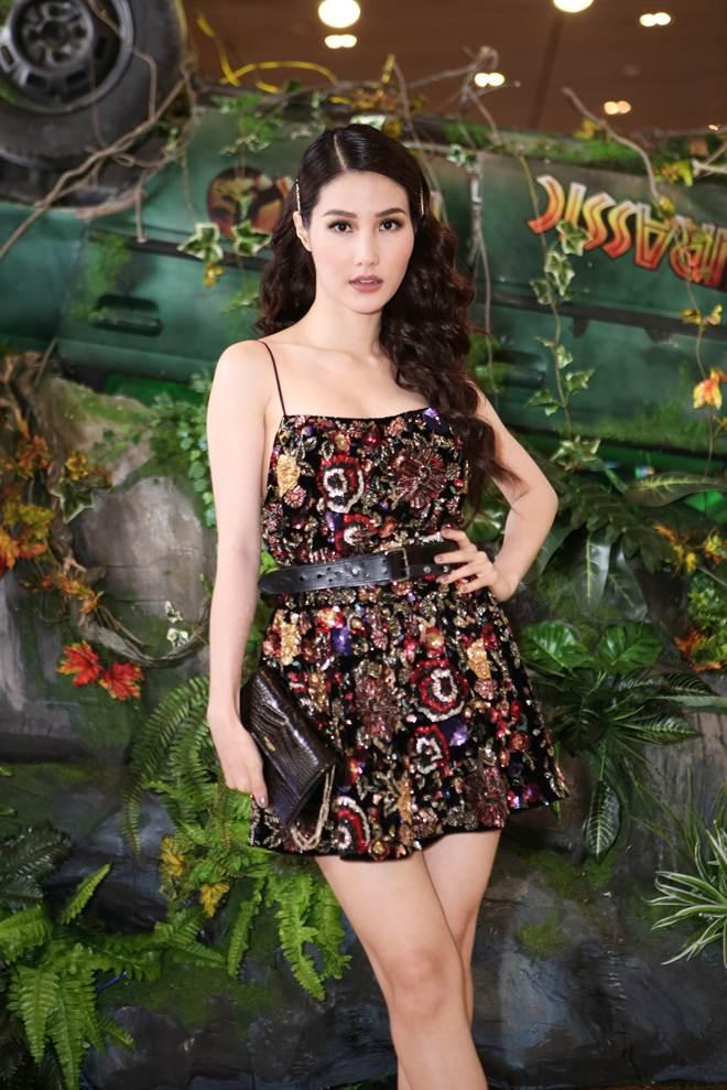 Ho Ngoc Ha lan dau dung do Nam Em sau on ao tinh cam voi Chu Dang Khoa hinh anh 3