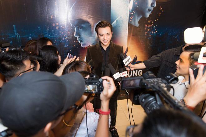 Soobin Hoàng Sơn bảnh bao trong buổi ra mắt phim điện ảnh đầu tay - Ảnh 3.