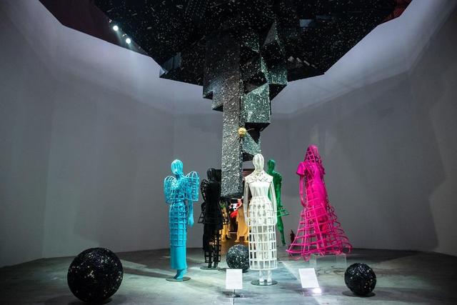 10 không gian nghệ thuật trong triển lãm Cục Im Lặng của Nguyễn Công Trí: Choáng ngợp, lộng lẫy và tuyệt đối công phu - Ảnh 25.