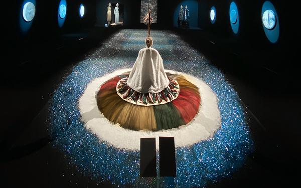 10 không gian nghệ thuật trong triển lãm Cục Im Lặng của Nguyễn Công Trí: Choáng ngợp, lộng lẫy và tuyệt đối công phu