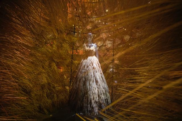 10 không gian nghệ thuật trong triển lãm Cục Im Lặng của Nguyễn Công Trí: Choáng ngợp, lộng lẫy và tuyệt đối công phu - Ảnh 13.