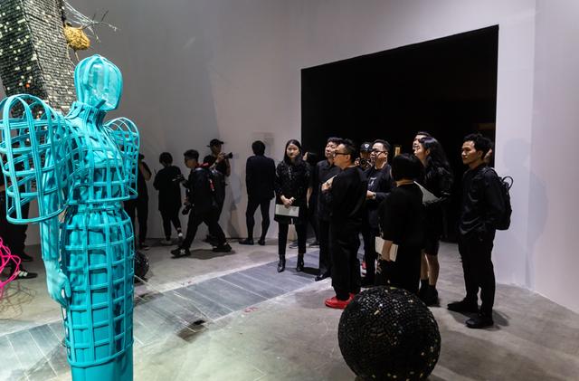 10 không gian nghệ thuật trong triển lãm Cục Im Lặng của Nguyễn Công Trí: Choáng ngợp, lộng lẫy và tuyệt đối công phu - Ảnh 26.