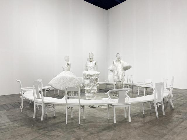 10 không gian nghệ thuật trong triển lãm Cục Im Lặng của Nguyễn Công Trí: Choáng ngợp, lộng lẫy và tuyệt đối công phu - Ảnh 3.