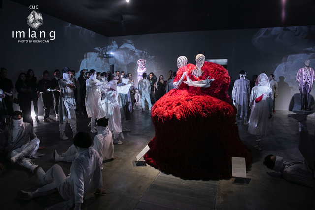 10 không gian nghệ thuật trong triển lãm Cục Im Lặng của Nguyễn Công Trí: Choáng ngợp, lộng lẫy và tuyệt đối công phu - Ảnh 30.