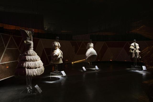 10 không gian nghệ thuật trong triển lãm Cục Im Lặng của Nguyễn Công Trí: Choáng ngợp, lộng lẫy và tuyệt đối công phu - Ảnh 15.