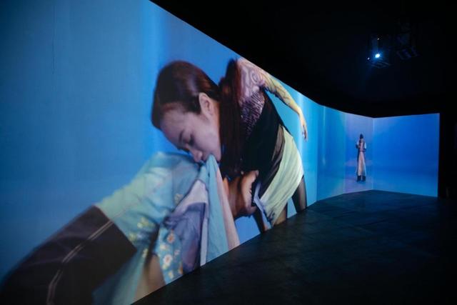 10 không gian nghệ thuật trong triển lãm Cục Im Lặng của Nguyễn Công Trí: Choáng ngợp, lộng lẫy và tuyệt đối công phu - Ảnh 10.