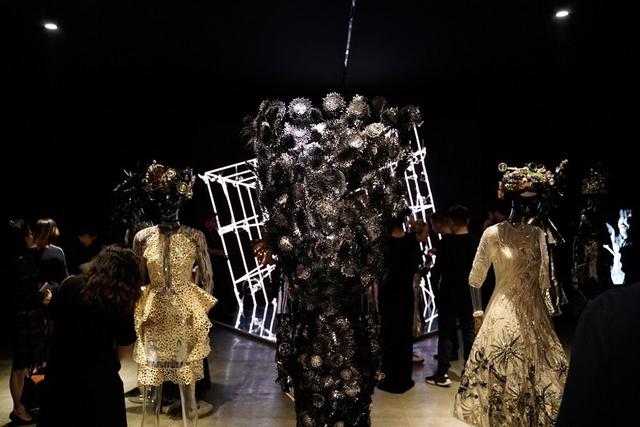 10 không gian nghệ thuật trong triển lãm Cục Im Lặng của Nguyễn Công Trí: Choáng ngợp, lộng lẫy và tuyệt đối công phu - Ảnh 43.