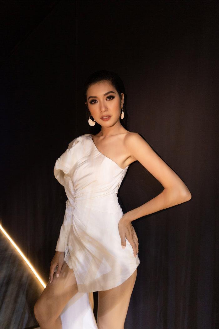 HHen Niê quyền lực, Khánh Vân  Kim Duyên  Thúy Vân khoe vai trần chân dài quyễn rũ ảnh 10