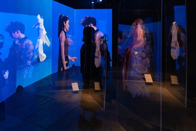 10 không gian nghệ thuật trong triển lãm Cục Im Lặng của Nguyễn Công Trí: Choáng ngợp, lộng lẫy và tuyệt đối công phu - Ảnh 9.