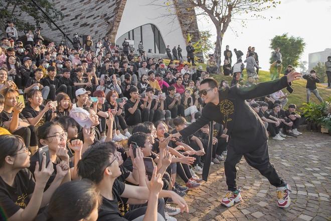 Trung Nguyên Legend ra mắt nhạc phẩm Hướng Dương với sự tham gia của Rapper Wowy mang đến nguồn cảm hứng, tạo động lực cho các bạn trẻ dấn thân theo đuổi đam mê